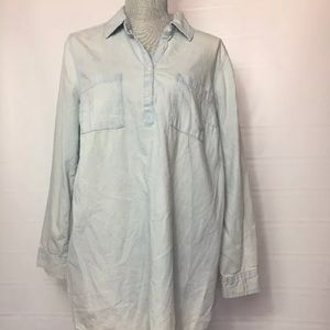 Liz Lange Large Maternity Lightwash Chambray Top